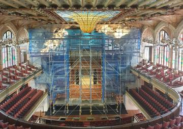 The Palau de la Música Catalana of Barcelona cleans and restores the stage's sculptural frame of the Concert Hall