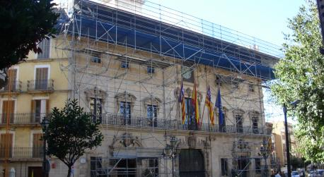 The renovation of the cantilever roof of Palma City Hall has begun